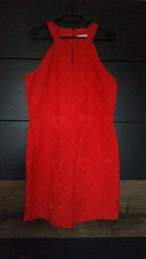 Rotes Sommerkleid mit einem Blumenmuster :)