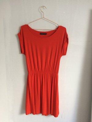 Rotes Sommerkleid sportlich
