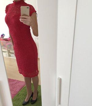 Rotes Spitzen Kleid