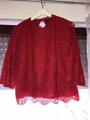 Rotes Spitzenshirt