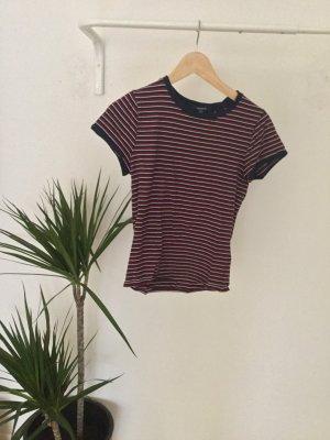 rotes Streifen T-Shirt