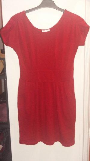 Rotes Strickkleid tailliert 1x getragen