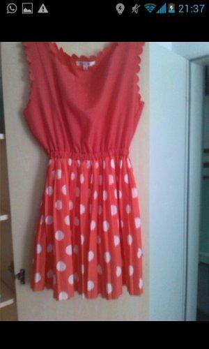 Rotes Süßes Kleid mit weißen Punkten