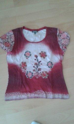 Rotes T-Shirt mit Pailletten-Verzierung