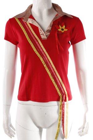 Rotes T-Shirt mit Polo-Kragen