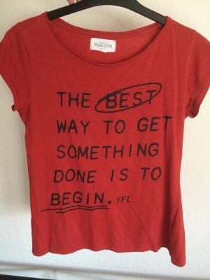 Rotes T-Shirt mit Spruch