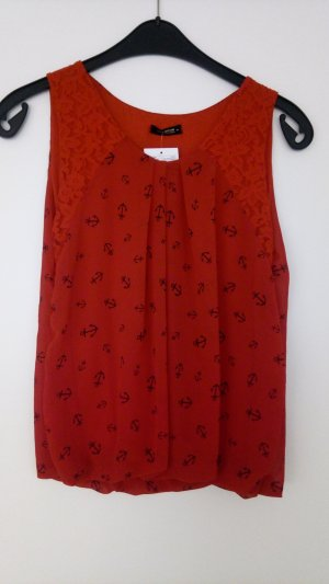 Rotes Top mit Ankern
