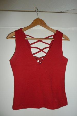 Rotes Top mit tollem Rückenausschnitt