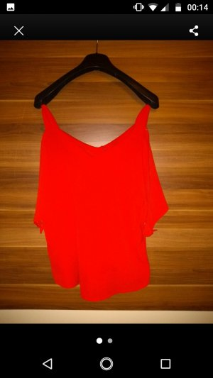 rotes top Schulter frei