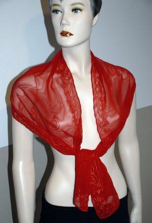 Rotes Tuch mit Stickereien