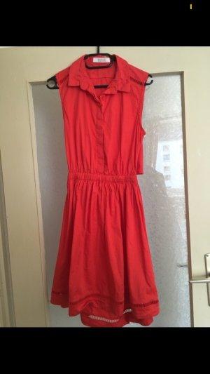 rotfarbenes Kleid