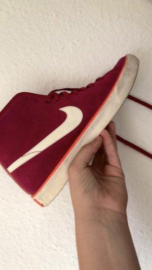rotpinke Schuhe von Nike