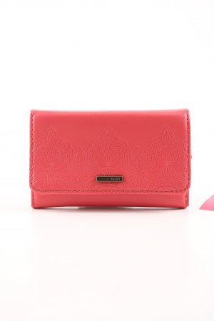 Roxy Wallet red casual look