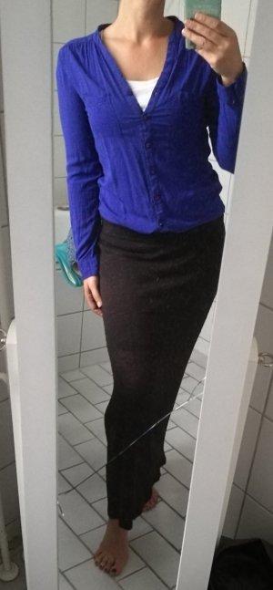 Royalblaue Bluse zum Knöpfen