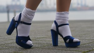 Royalblaue Samt High Heels