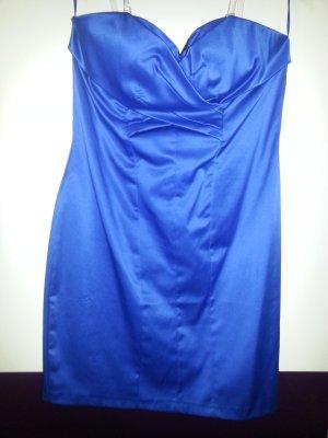 royalblaufarbenes Kleid