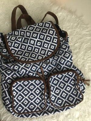 Rucksack mit Taschen an der Vorderseite