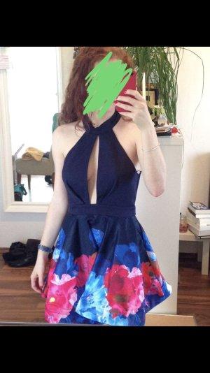 Rückenfreies Kleid mit großem Ausschnitt