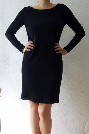 Rückenfreies schwarzes Kleid