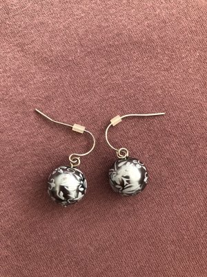 Runde Ohrringe in blau/grau mit Muster