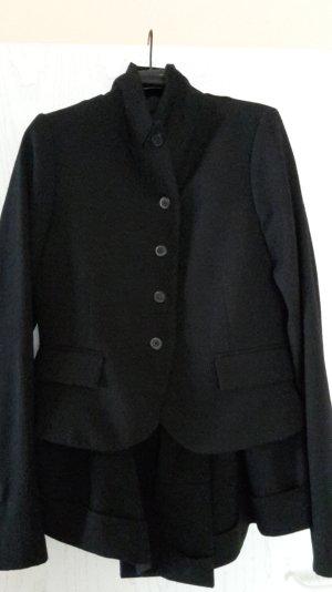 Rundholz schwarze Jacke