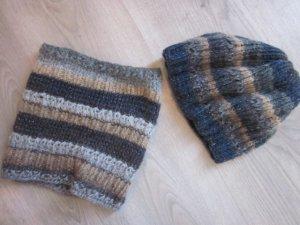 Cap dark blue-gold-colored wool