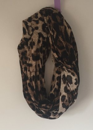Rundschal im Leopardenlook