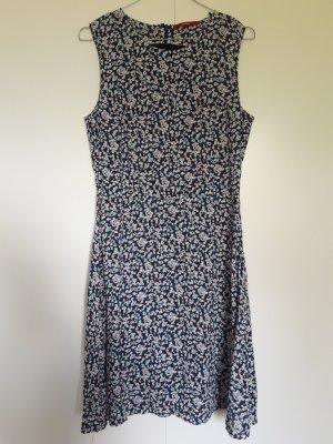 s.Oliver ärmelloses Kleid aus Webstoff Millefleur-Muster blau weiß pfirsich schwarz Gr. 36