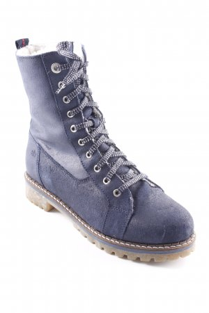 s.Oliver Botas bajas azul oscuro look casual