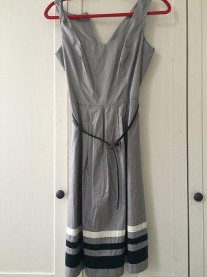 S.Oliver schönes tailliertes Kleid