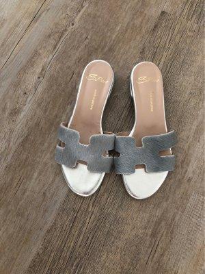 Sandale d'extérieur gris clair-argenté
