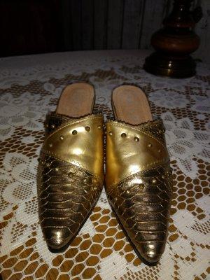 Zuecos color oro