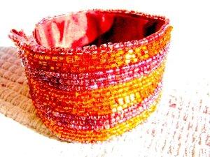 Perlenarmband mit Klettverschluß ( Gr. variabel) bestickt Vintage