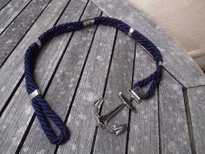 Cinturón de cadena azul oscuro