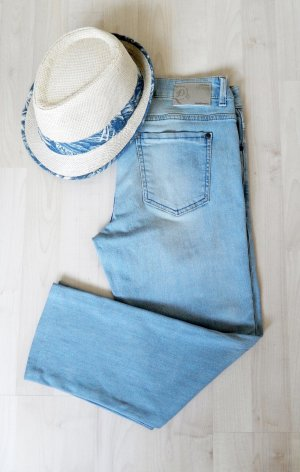 SALE bis 30.09.18!! Hellblaue Capri-Jeans