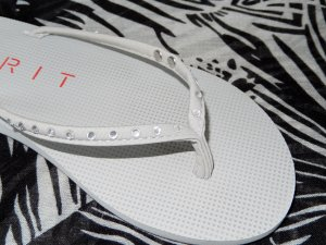 Esprit Toe-Post sandals light grey synthetic material