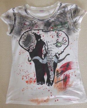 SALE - Körperbetontes weißes T-Shirt mit afrikanischem Print-Motiv