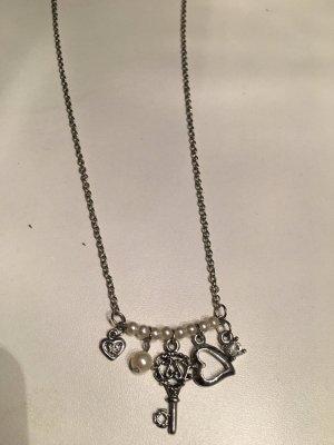 Sale! Silberne Kette mit kleinen Anhängern - Schlüssel, Perle, Herz