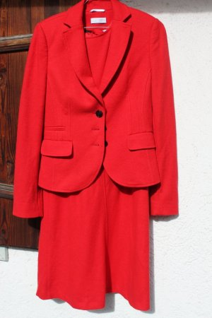 Vestido de lana rojo oscuro