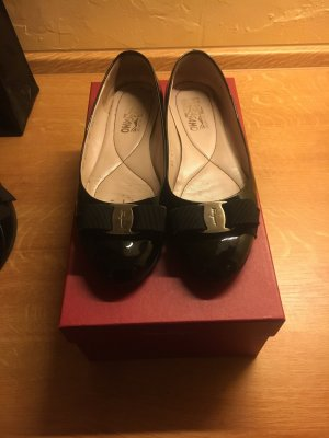 Salvatore Ferragamo Ballerinas Lackleder