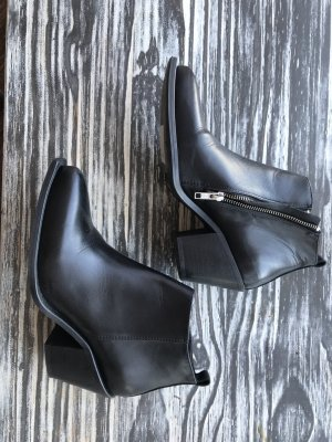 Samsoe & Samsoe Acne inspired Boots
