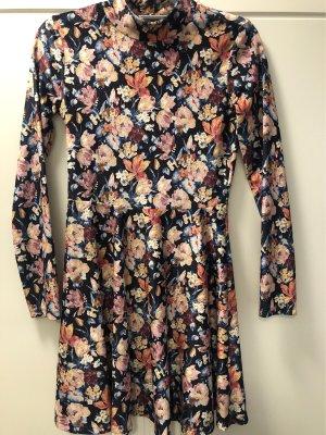 Samt Kleid mit Blumenmuster