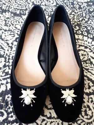Samt-Schuhe von Zara mit Brosche
