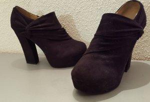 Samtschwarze Ankle Boots