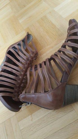 Tamaris Sandalo con cinturino marrone