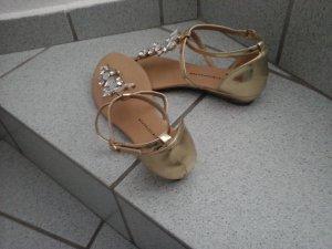 Sandale in gold mit Steinchen