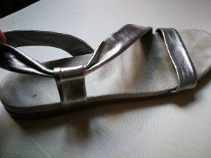 Sandalias romanas gris claro