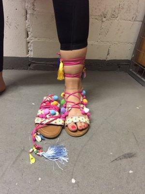 Sandale mit Bommel