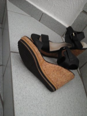 Sandale mit Keilabsatz Kunstleder