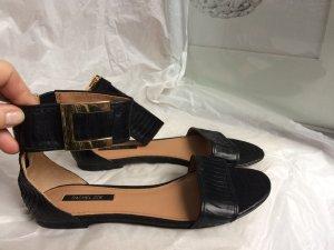 Sandale mit Knöchelriemen und toller goldener Schnalle